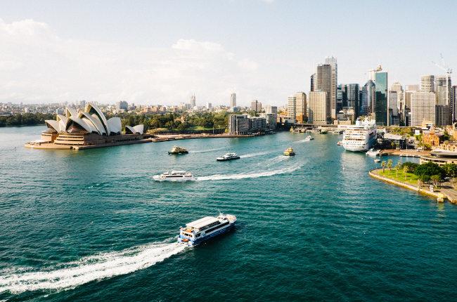 boats sailing along Sydney harbour